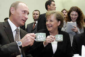 IMAGE: vox7.com Putin, Merkel